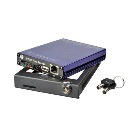 Автомобильный видеорегистратор на 4 камеры SDVR004GW
